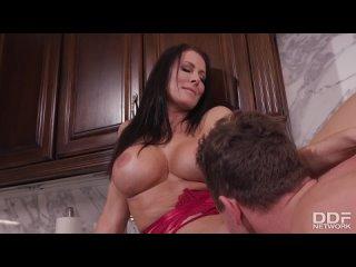 ПОРНО -- ЕЙ 50 -- СИСЬКИ ВЗРОСЛОЙ ЖЕНЩИНЫ ДЕЛАЮТ ЕЁ МОЛОЖЕ -- porn sex mature milf -- Reagan Foxx