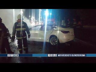 В Могилеве при ДТП загорелась электромобиль Tesla Model 3.