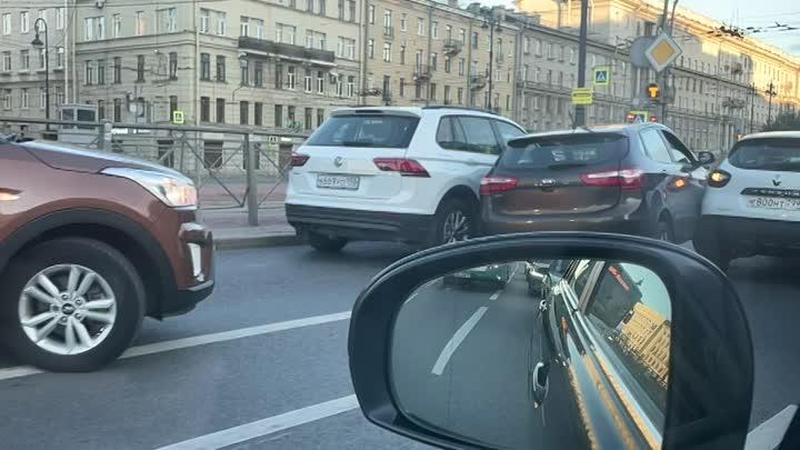 Киа зажадо между Тигуаном каршерингом на Московском проспекте Со стороны центра Поворот на Решетнико...