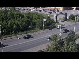 Момент наезда на пешехода по ул. Дианова, Омск ()
