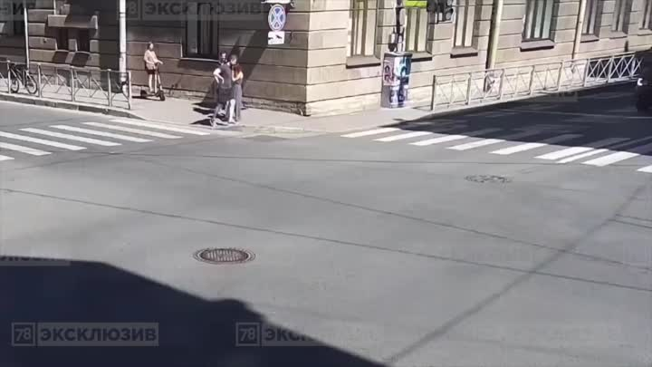 Когда Matiz встал на пути у Mercedes В переулке Гривцова из опрокинутого Дэу достали травмирован...