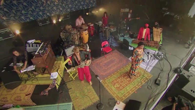 08 Zita Swoon Group Taare Surprise Wait For Me Concert in Bretagne