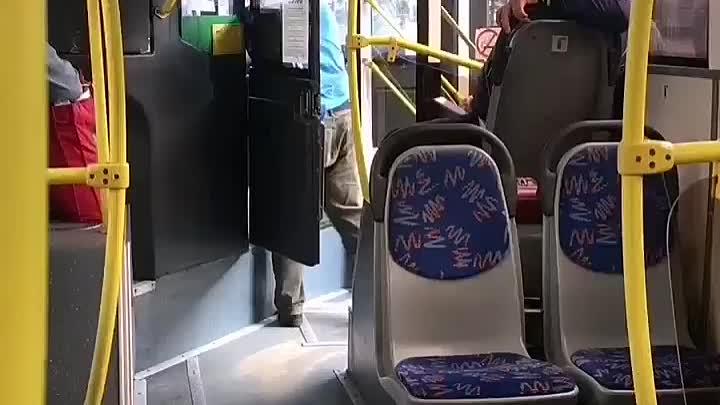 Автобус 192 остановился рядом с остановкой у метро Звёздная и стоял, около 5 минут, после чего, в н...