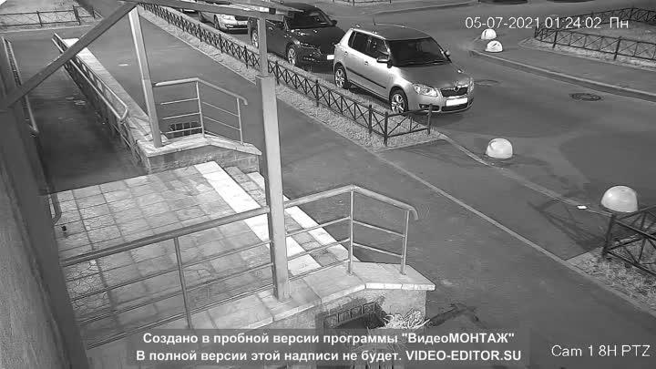 В ночь на 5 июля обокрали автомобиль, припаркованный у дома по адресу пр. Маршака д 22. стр. 1, со с...
