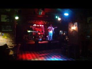 Traveler's Club - One Day.(Gary Moore).