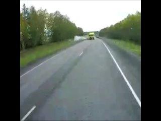 Водитель совершал обгон и влетел в грузовик лоб в ...