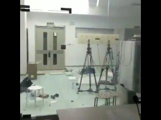 Video by ЮнитГласс - Стеклянные двери и перегородки