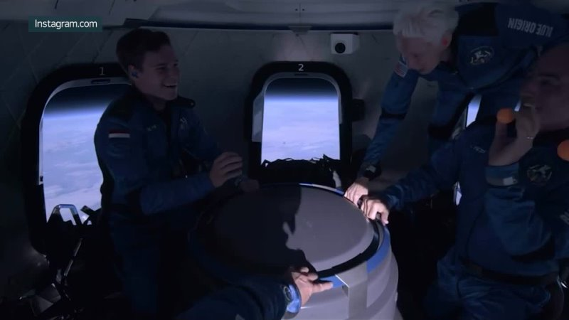 Как это было Безос показал свой полет в космос с попутчиками изнутри капсулы