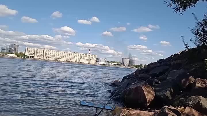 Что-то горит между Дальневосточным и Октябрьской набережной