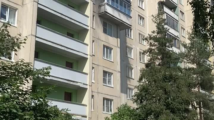 Горит квартира в дома 11/1 по проспекту Наставников. Сообщение о пожаре поступило на телефон 01 в ...