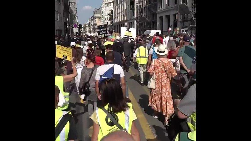 Протесты против введения ковид паспортов во Франции 24 июля 2021