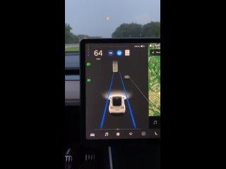 Автопилот Tesla принимает Луну за жёлтый сигнал светофора