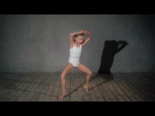 Ксения Третьякова. Танцы на крыше