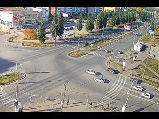 Видео с другого ракурса. ДТП на перекрестке Суворо...