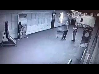Курт Кобейн на минималках прострелил себе голову на глазах у инструктора.