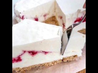 Торт - мороженое 🥛⠀⠀Для жаркой погоды #десерт⠀⠀🍓КБЖУ: 320/3,8/22,9/25    🕑Время приготовления: 10-15 мин., в морозильной кам