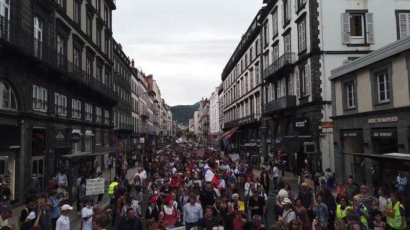 On est là Manifestation 2 octobre 2021 Clermont Ferrand