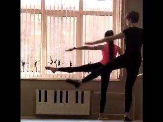 ФИТНЕС ИЛИ ТАНЦЫ?Не устаете восхищаться осанкой и гибкостью балерин, но считаете, что ваш шанс быть столь же изящной навсегда