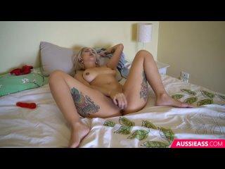 421 Blonde babe dildo solo play