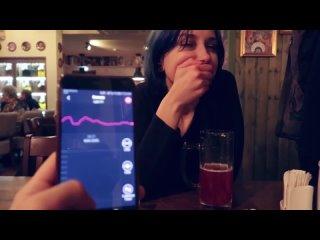 Еле сдерживается от крика, ведь я управляю её оргазмом с телефона
