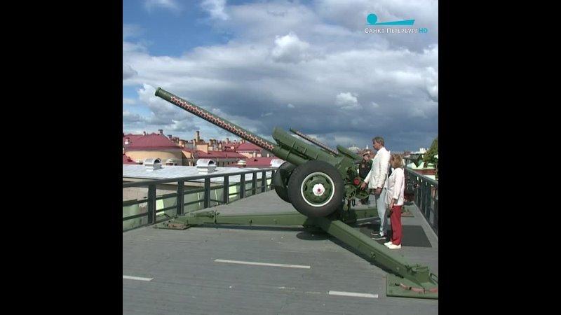 Выстрел из пушки Петропавлоской крепости