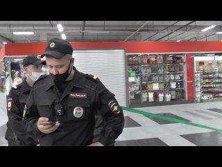 Неадекватный сотрудник охраны быкует и уезжает в отдел!!!