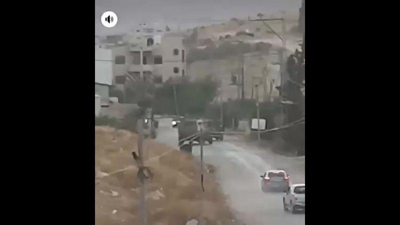 Нападение с коктейлями Молотова на колонну израильской армии в Тубасе броневик перевернулся