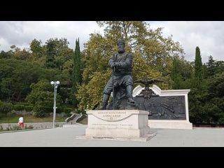 Сентябрь 2021. Памятник Александру третьему в Ливадии.