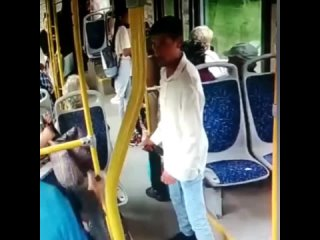 Наркоман ударил 71-летнего пенсионера ножом в автобусе