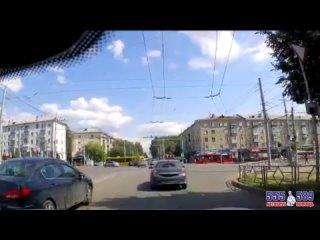 авария с участием автобуса перекресток Воровского и Октябрьского.mp4