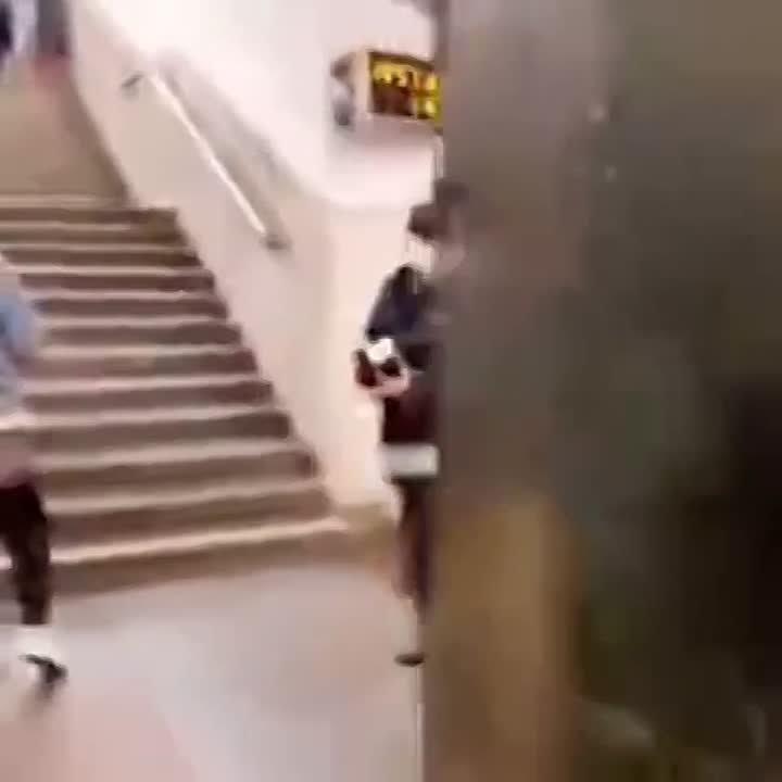 На «Щелковской» мужчину остановили и хотели оштрафовать за отсутствие маски, но пассажир силой вырвал паспорт и уехал