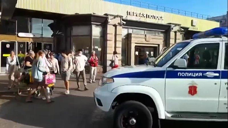 В культурной столице местные жители воспользовались моментом пока продавца арбузов проверяла полиция
