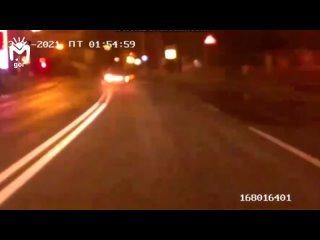 Пьяный водитель в Черкесске устроил опасное драйв-шоу и опрокинул свою машину, когда угонял от полицейских