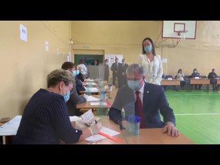 На выборах в Госдуму в 23-й школе секретарь попрос...