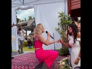 Zara Larsson performed Sg Mig Var Du Str at a wedding at Swedish Summer Fest held by @RIXFM