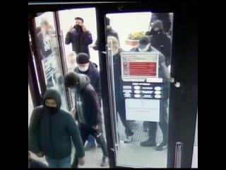 В Екатеринбурге поймали грабителей, напавших на же...