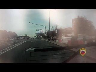 В Москве задержали мужчину, кинувшего жестяную бан...