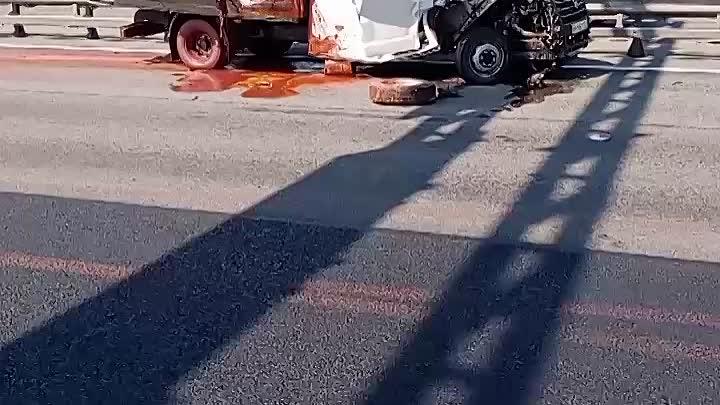 Авария на внешней стороне КАД перед ЗСД и съездом на Дачный.