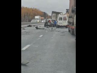 Серьёзное ДТП рядом с поворотом на Дзержинск.Пять ...