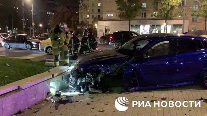 Крупное ДТП на Кутузовском проспекте с участием БМВ и такси.