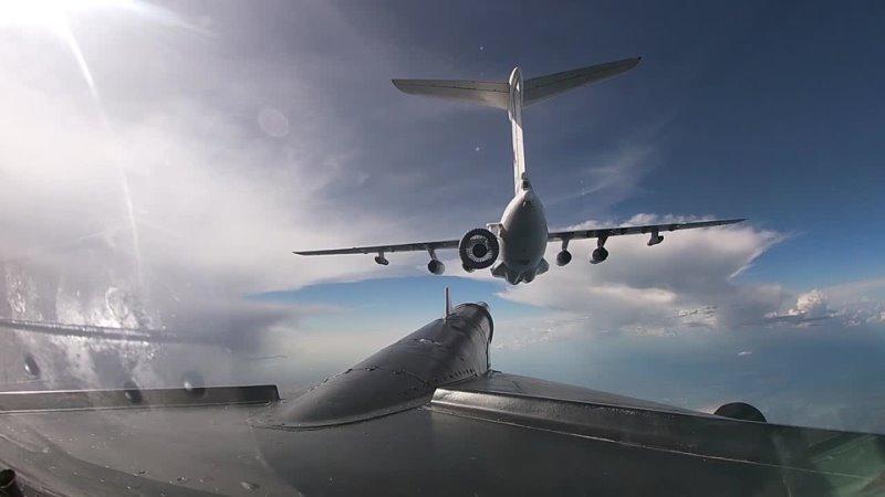Тренировочные полеты с дозаправкой в воздухе в амурском полку дальней авиации ВКС