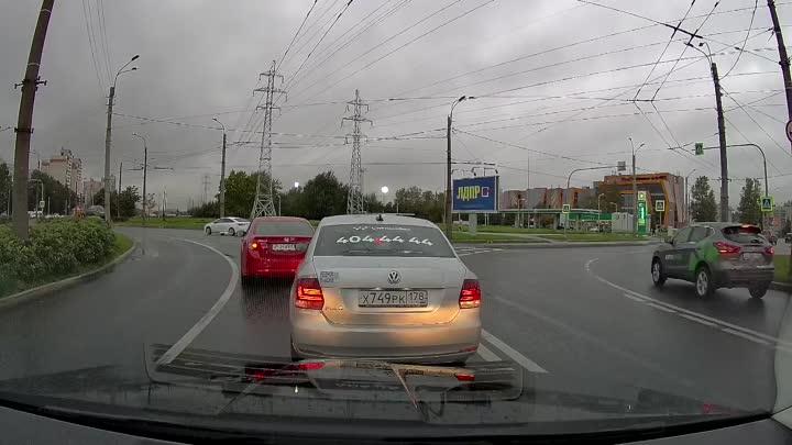 ДТП в 18:08 на круге Северный проспект - Гражданский проспект.