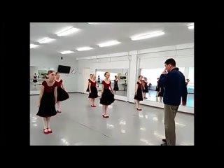 Знакомство с элементами русского народного танца.