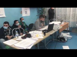 На УИК 803 в Петербурге председатель комиссии и чл...