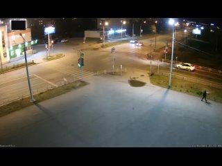 Сам момент ДТП на перекрестке Кунавина - Кирова в Каменск...