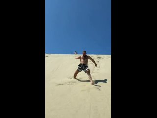 Кирилл Сарычев бегает по дюнам на косе