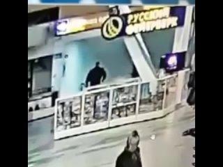 Полицейские задержали подозреваемых в нападении на девушк...