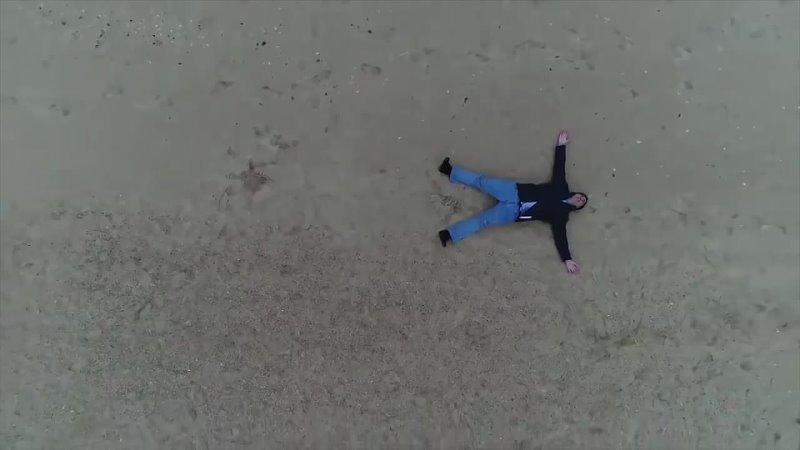 Михаил Саакашвили упал на пляже от умиления