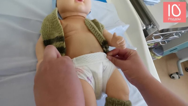 Как надеть подгузник на новорожденного
