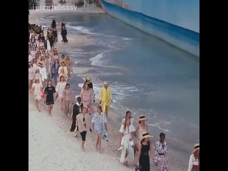 Показ Chanel | Холи лук